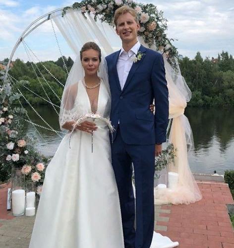 Свадебные фото спортсменов, взяла рот троих