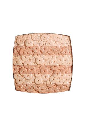 Chanel Компактная пудра-хайлайтер Lumiere D'artifices, 2957 руб.