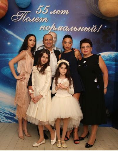 Юбиляр с семьей