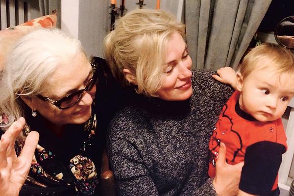 Прабабушка Лида и бабушка Маша души не чают в четырехлетнем Славе