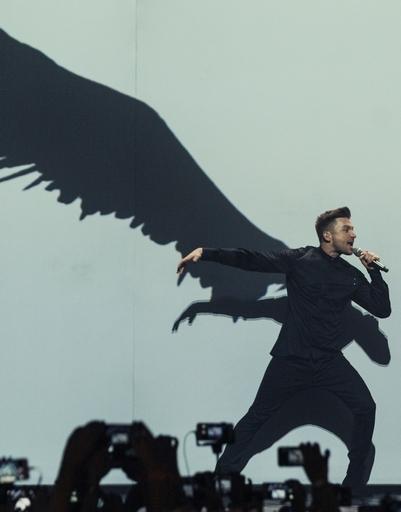 На юбилейном концерте Сергей повторил знаменитый номер, с которым он выступал на «Евровидении»