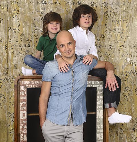 Мужская половина семьи – Егор, Платон (слева) и Тихон – по выходным ходит на футбол и в кино