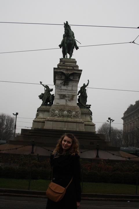 Татьяна Апросина (Москва) у памятника Гарибальди, Италия.