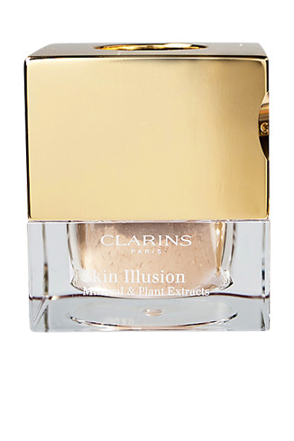 Clarins Ми- неральная рассыпчатая пудра, придающая сияние коже Skin Illusion, 1850 руб.
