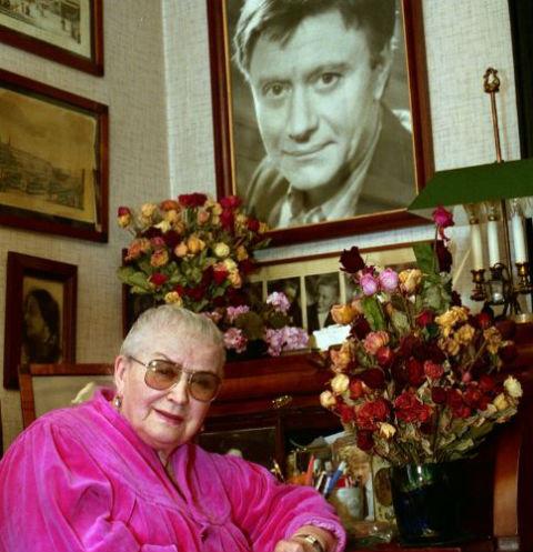 Мама актера Мария Миронова хранила память о нем в течение десятилетий