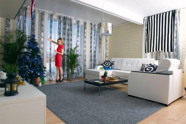 В гостиной хозяева еще не разобрали елку: стараются подольше сохранить ощущение праздника