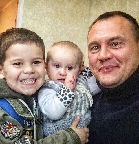 Степан Меньщиков с детьми