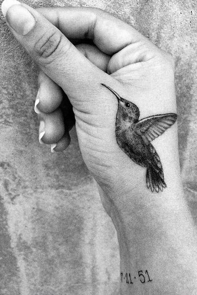 Такое черно-белое фото татуировки опубликовала Зельда