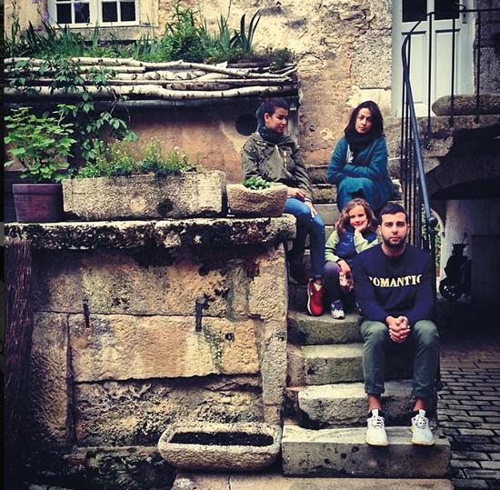Иван с женой Натальей воспитывают четверых детей. На фото – с дочерьми Эрикой и Ниной