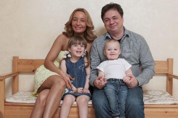 Андрей Леонов счастливо женат и воспитывает двоих детей