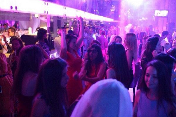 По случаю победы Дарья Канануха устроила шумную вечеринку