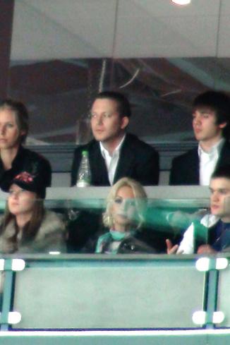 Лера кудрявцева в VIP-секторе Ледового дврца в Петербурге вов ремя игры СКА- «Салават Юлаев»