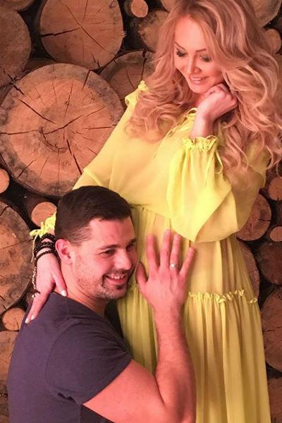Сергей всегда находится рядом с супругой