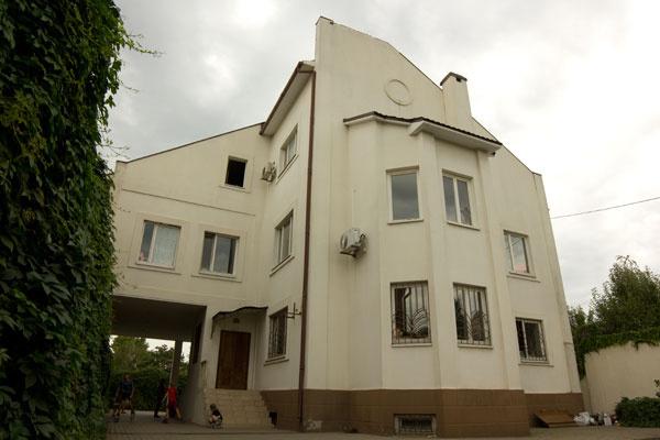В своем доме Греков поселил 79 беженцев