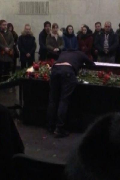 Александр Толмацкий расплакался у гроба сына
