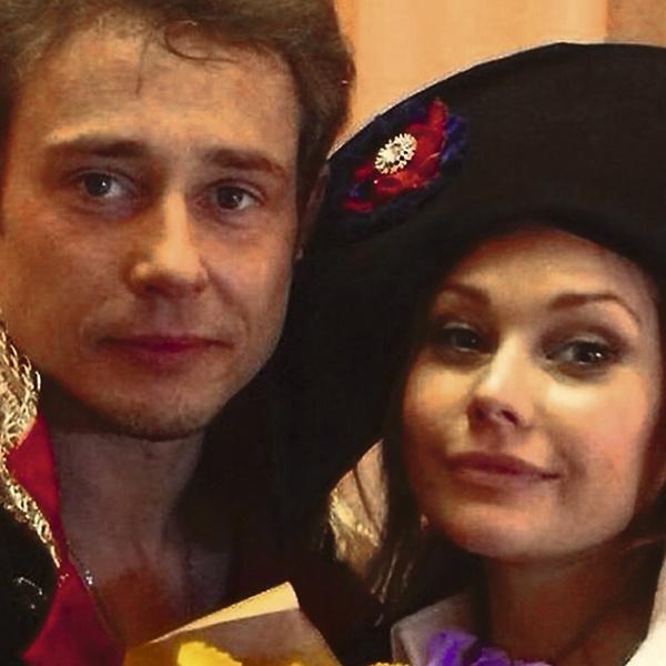 Сейчас Елена гастролирует вместе с актером Дмитрием Исаевым