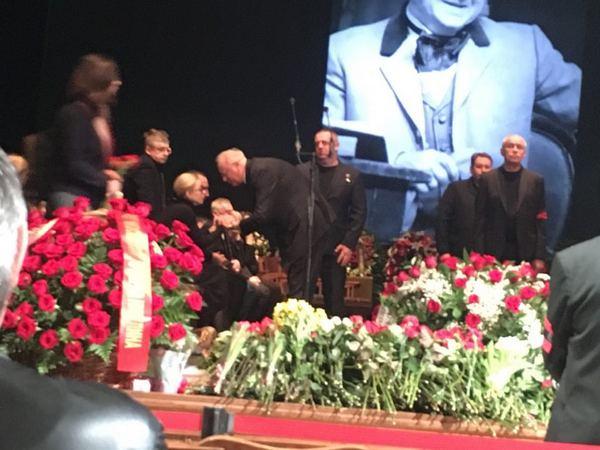 Марина Зудина принимает соболезнования