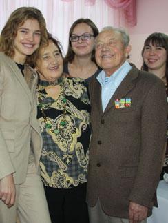 В октябре 2011 года Наталья открывала вНижнем Новгороде реабилитационный  центр для больных детей. Бабушка и дедушка пришли ее поддержать