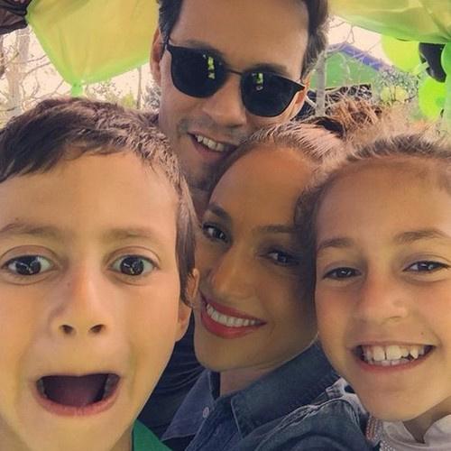 Марк Энтони и Джей Ло с детьми