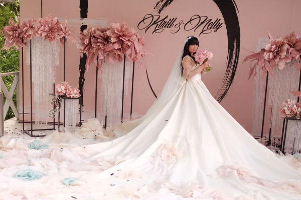 Оформлением свадьбы Нелли Ермолаевой занимались опытные специалисты