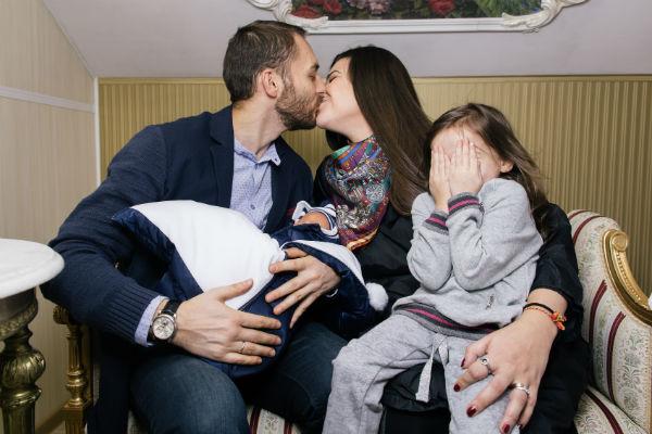 Супруг и дочь первыми поздравили Викторию