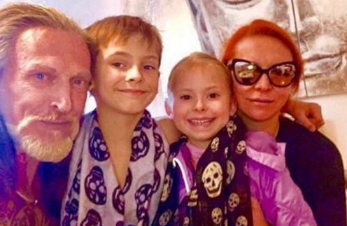 Никита Джигурда и Марина Анисина c детьми
