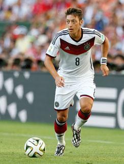 Месут Озил носит звание лучшего игрока Германии