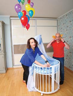Подарок   «СтарХита» – кроватка-трансформер – пришелся по душе будущим родителям