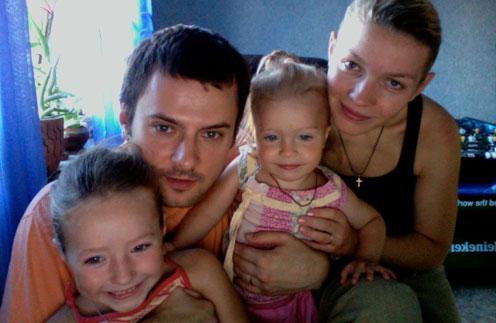 Алексей и Надежда Шельповы с дочерьми Алиной и Ариной