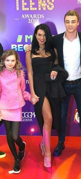 Николь, Катя и Артем на одной их светских вечеринках