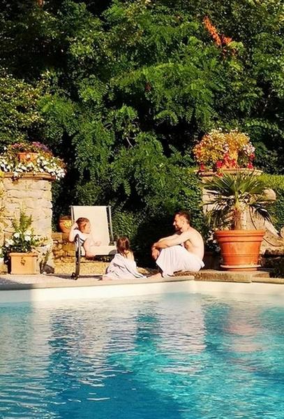 Дмитрий уже публиковал фото с детьми