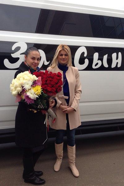 За сыном супруг Ирины Сергей приехал на шикарном лимузине
