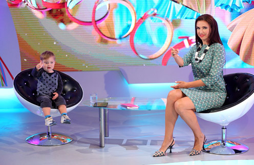 На съемки новой программы Эвелина берет сына Семена