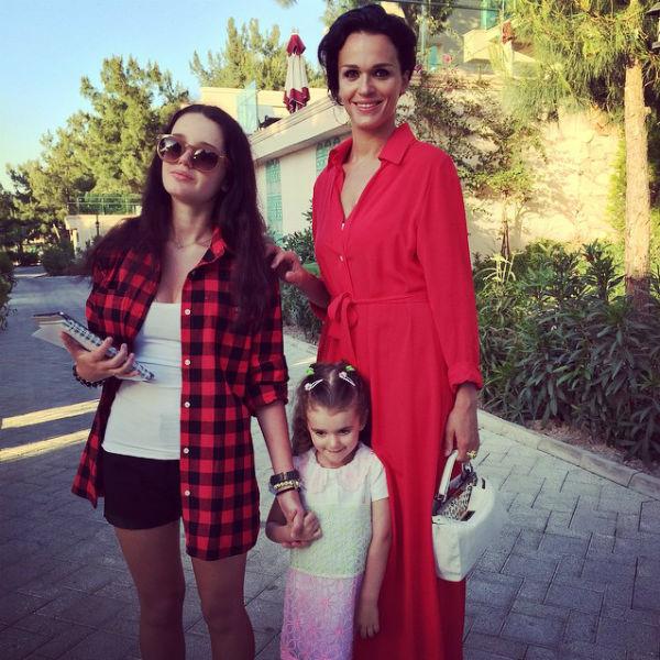 Слава воспитывает двух дочерей: 16-летнюю Александру и трехлетнюю Антонину