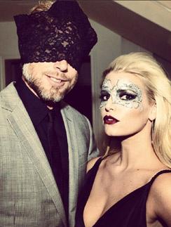 Джессика Симпсон с мужем собираются на вечеринку