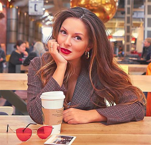 Эстрадная певица Нюша поделилась сфанатами фотографией собственной дочери