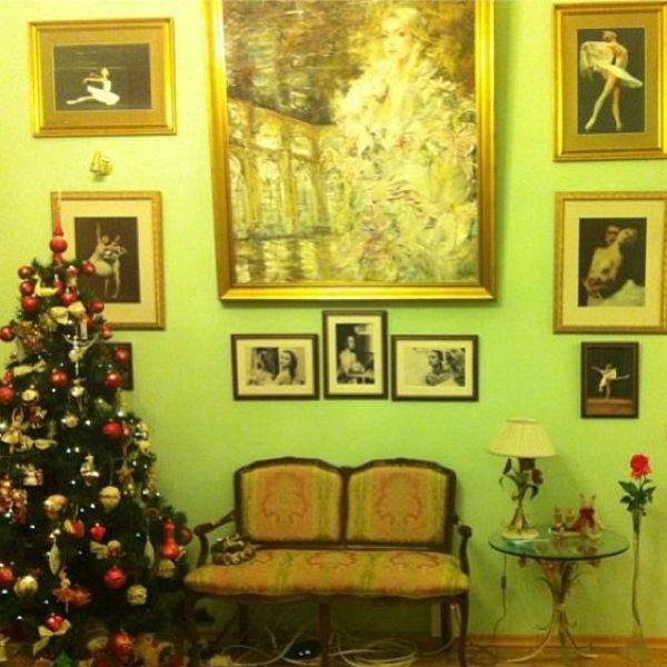 В музее Анастасии Волочковой уже и елочка наряжена