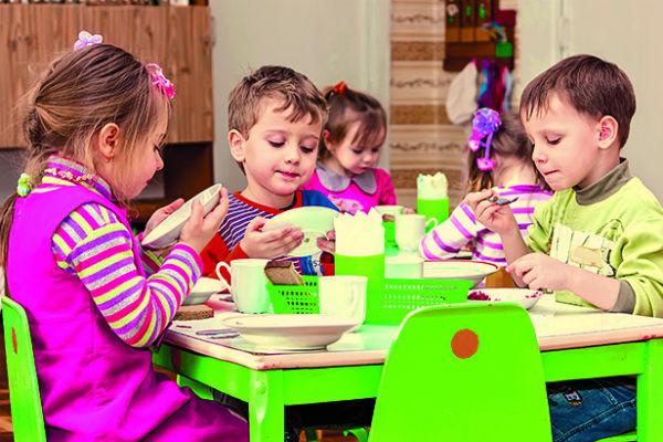 Теперь дети получают на полдник печенье с соком