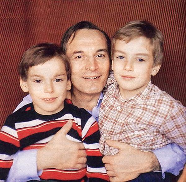 Василий Лановой с сыновьями Сергеем (слева) и Александром