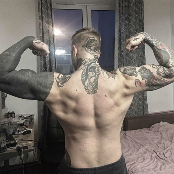 Сын Яковлевой гордится своими татуировками