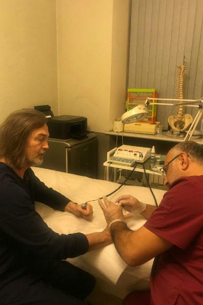 Никас Сафронов регулярно посещает врача