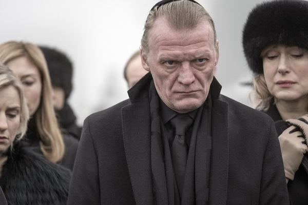 В начале 2018 года в Великобритании состоялась премьера англо-американского сериала «МакМафия» с участием Алексея Серебрякова и Марии Шукшиной