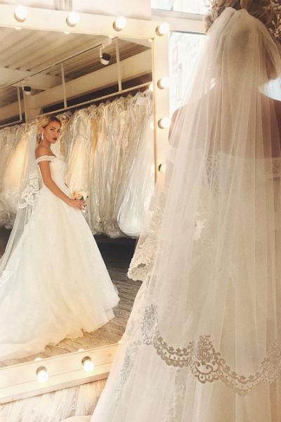 Недавно Лиза заинтриговала поклонников фотографией в свадебном платье