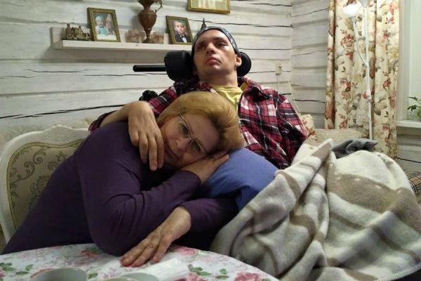 После инсульта заботу об Алексее взяли на себя его родители и супруга
