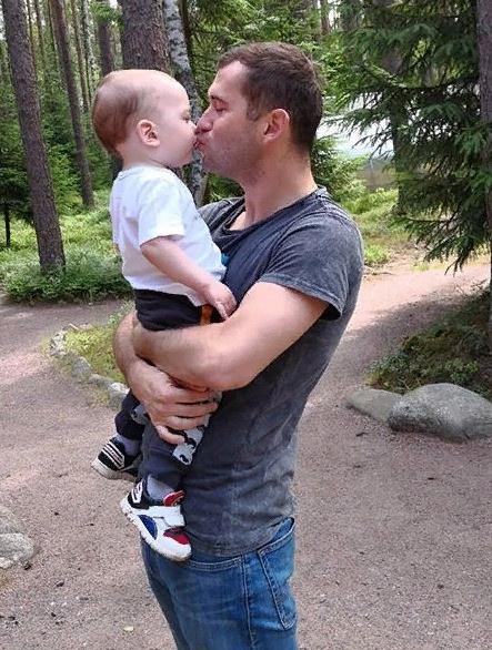 Александр Кержаков с младшим сыном Артемом