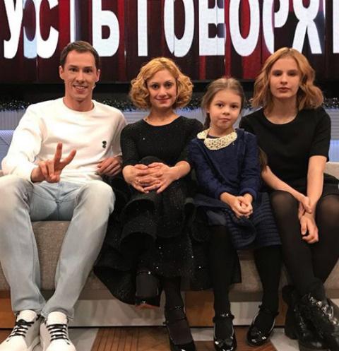 Тимур Еремеев, Карина Мишулина и ее дочери - Полина и Кристина