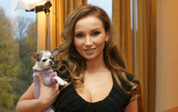 Анфиса Чехова с любимой собакой Тиффани
