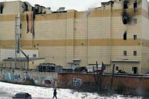 Торговый центр в Кемерово в первые сутки после ЧП