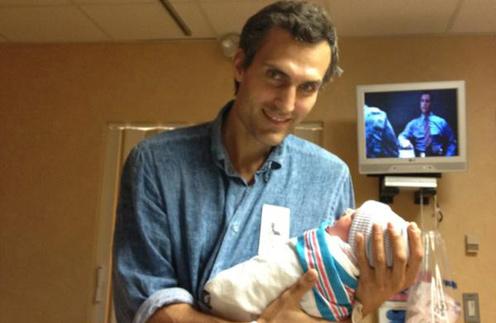 Михаил Земцов с новорожденной Клавдией