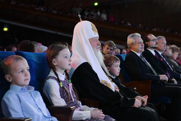 Святейший Патриарх Кирилл со зрителями